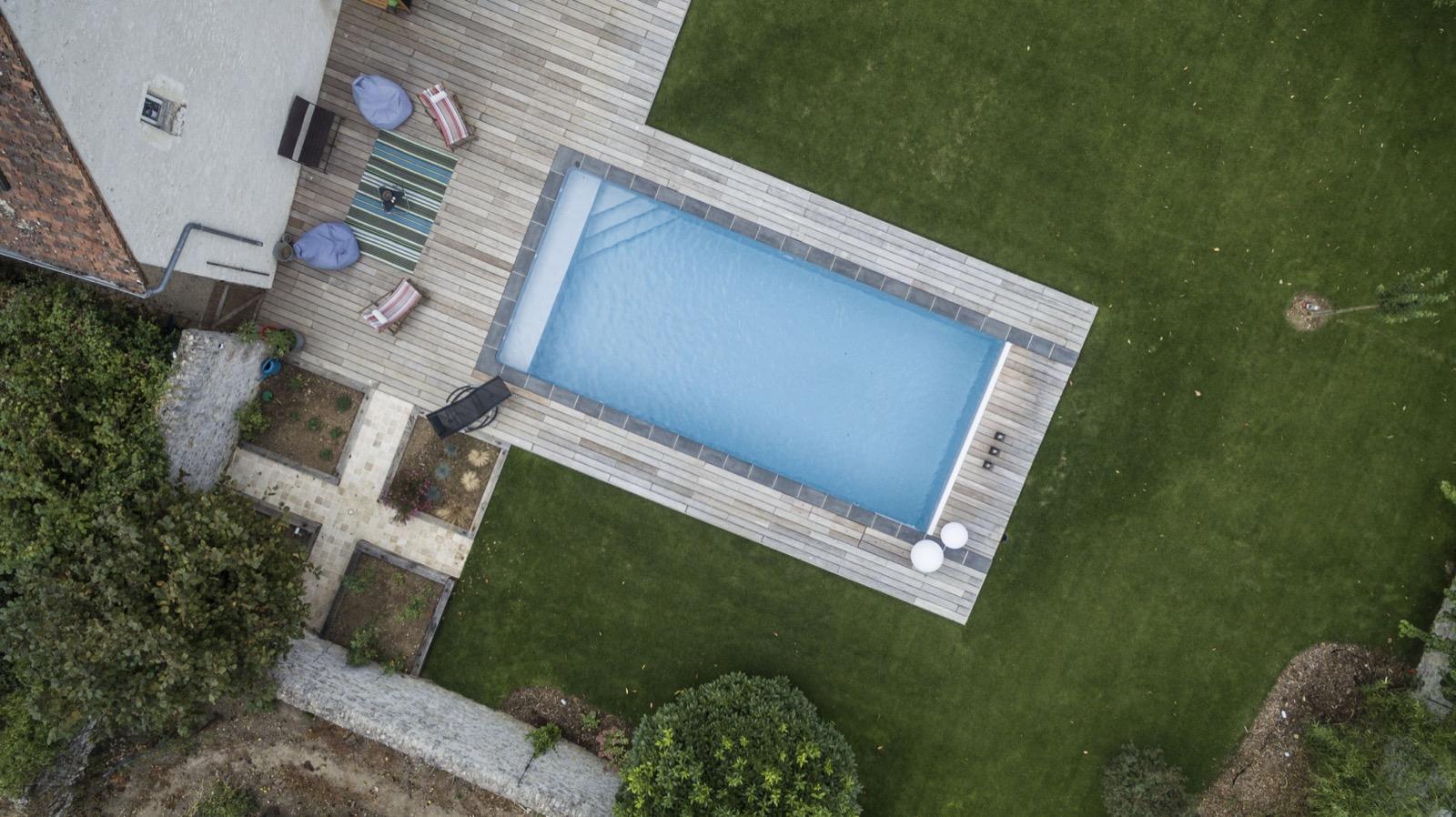 Piscines rectangle vue drone