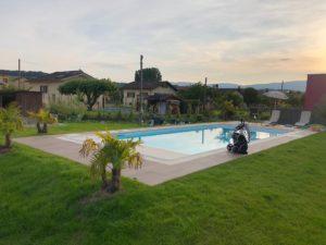 bassin élégant Piscines Sion Montreux Etoy